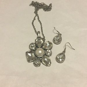 Jewelry - Premier Designs Necklace and Earring Set